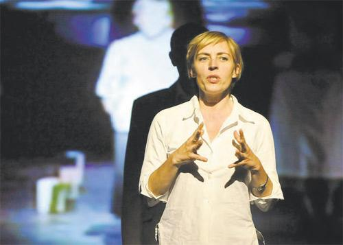 Saskia Reeves as Ruth in Complicite's A Disappearing Number