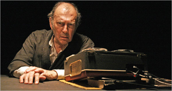 Harold Pinter performed Krapp's Last Tape at the Royal Court Theatre in 2006