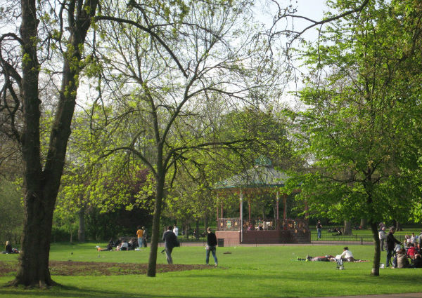 Queen's Park, W10: London's best local park (in my opinion)