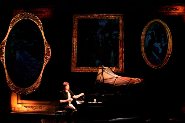 Mona Golabek performs The Pianist of Willesden Lane at the St James Theatre