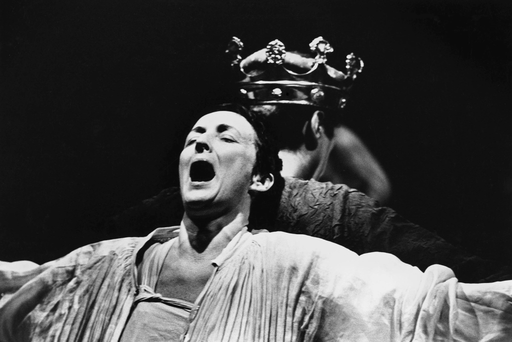 Fiona Shaw in Richard II at the National Theatre in 1995. View details of all productions on www.deborahwarner.com
