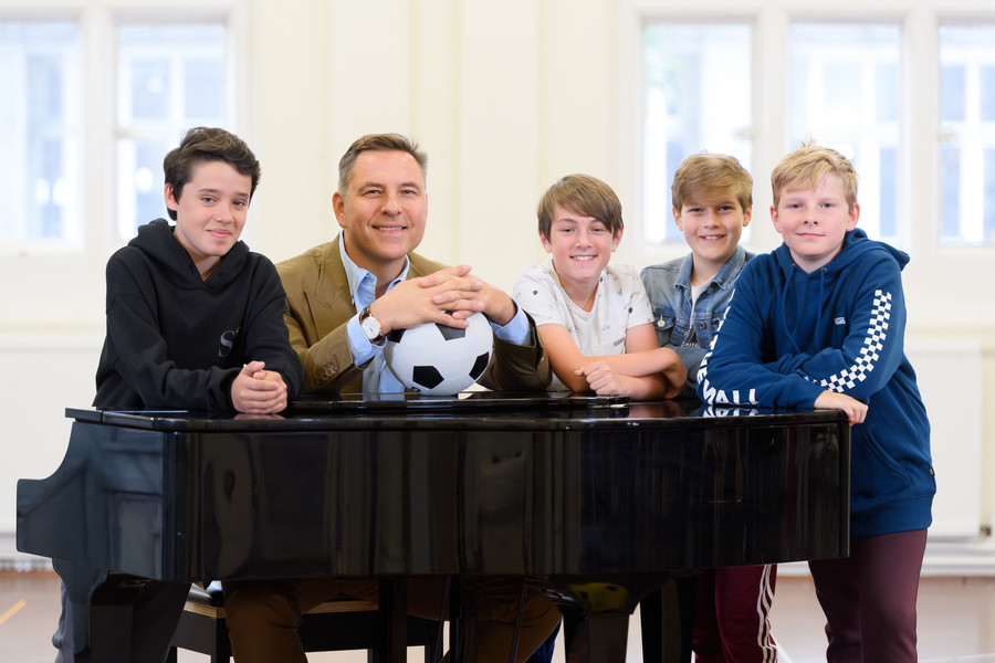 David Walliams with child stars of the RSC's musical adaptation of his 2008 novel The Boy in the Dress. © RSC